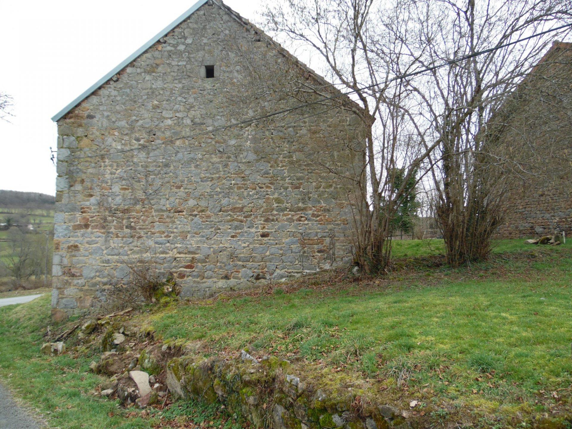 A vendre en Creuse, grange, belle vue , 1600m² de terrain.