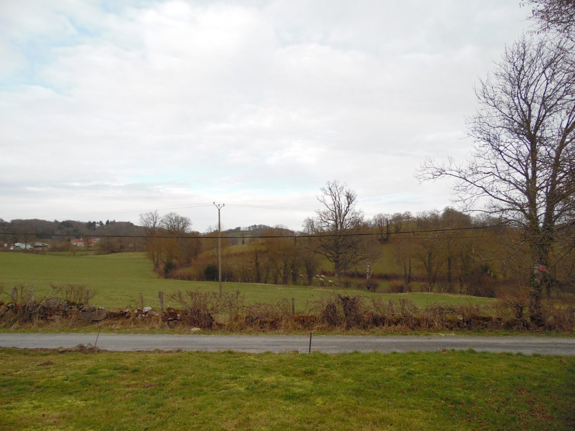 For sale in the Creuse, barn, nice view, 1600m² of land.