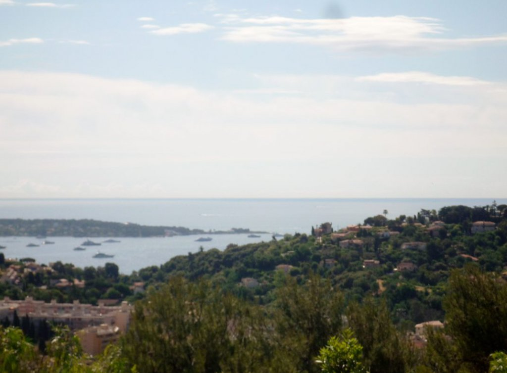 Villa with sea view for sale in Vallauris on the Côte d'Azur