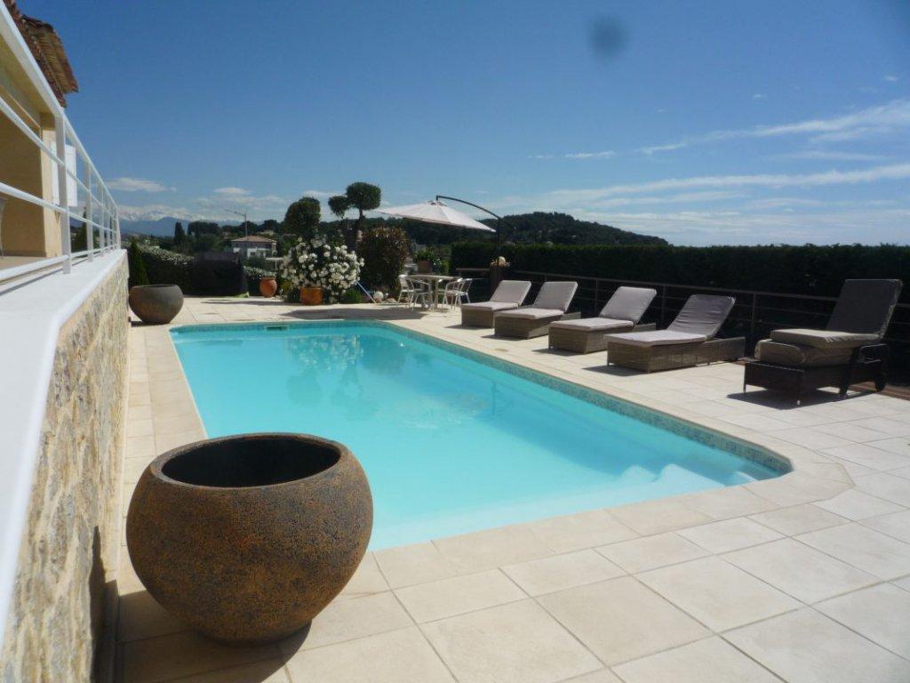 Villa mit Meerblick zu verkaufen in Vallauris, Côte d'Azur.