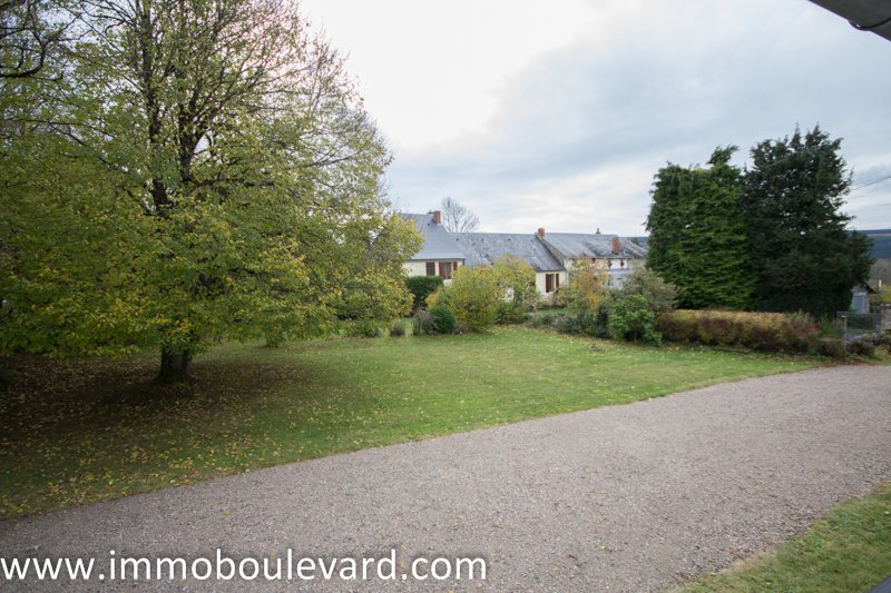 Morvan-Belle longère divisée en deux maisons.