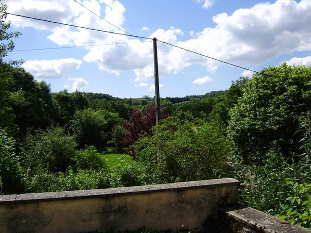 Jolie maison mitoyenne sur 482 m2 de terrain, dans le bourg d...