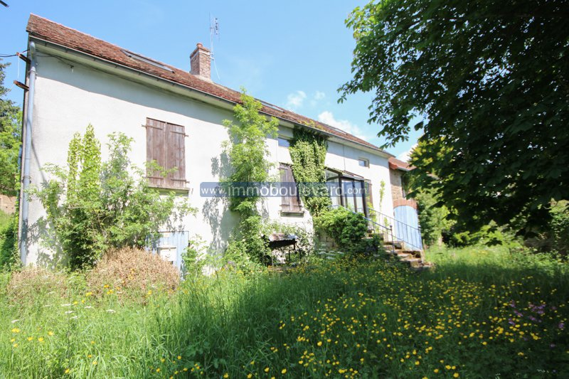 Sully, Bourgogne, jolie longère en pierre