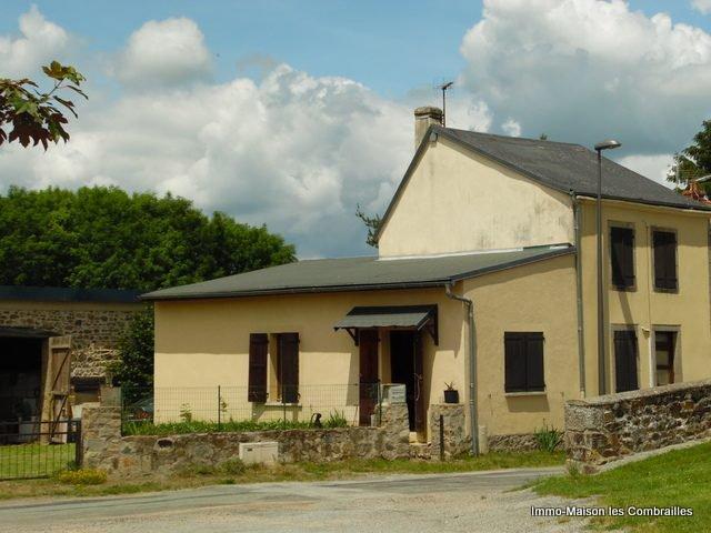 Jolie maison de bourg avec garage, grange, puits et jardin (8...