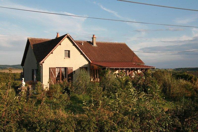 Une maison indépendante avec gîte, à la campagne avec une trè...