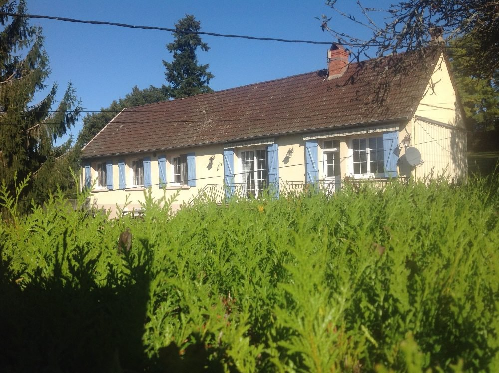 Private house in excellent condition with garden and meadow