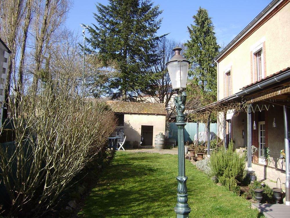 Maison caractéristique avec jardin en Bourgogne