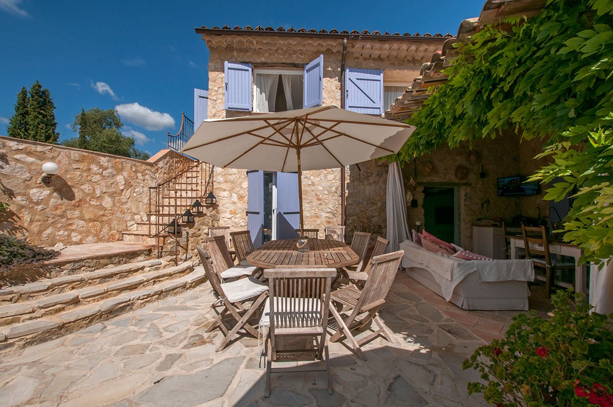 Large family home close to the village, for sale - Le Rouret