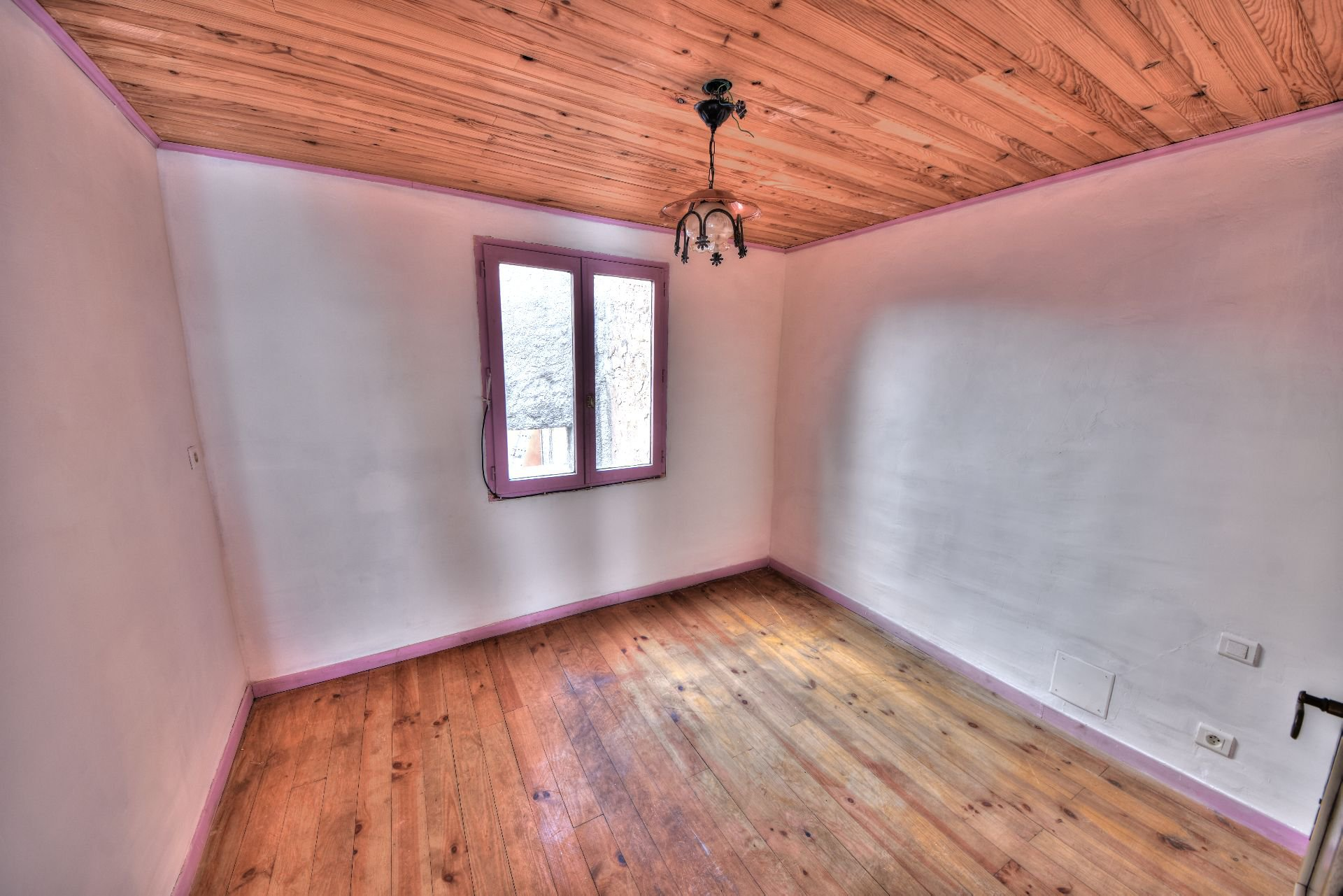 2nd floor bedroom of Aups village house