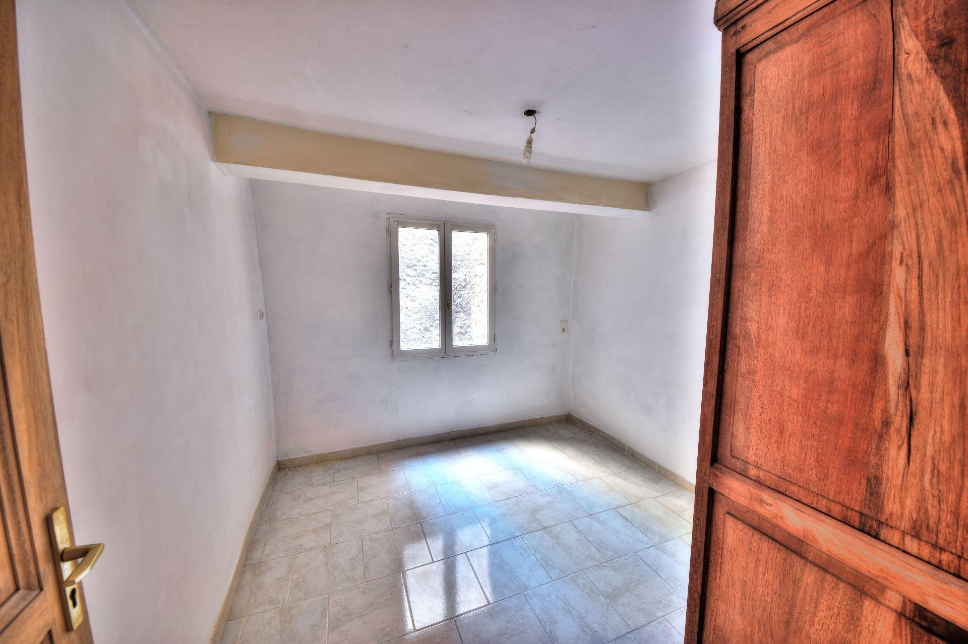 1st floor bedroom of the village house Aups