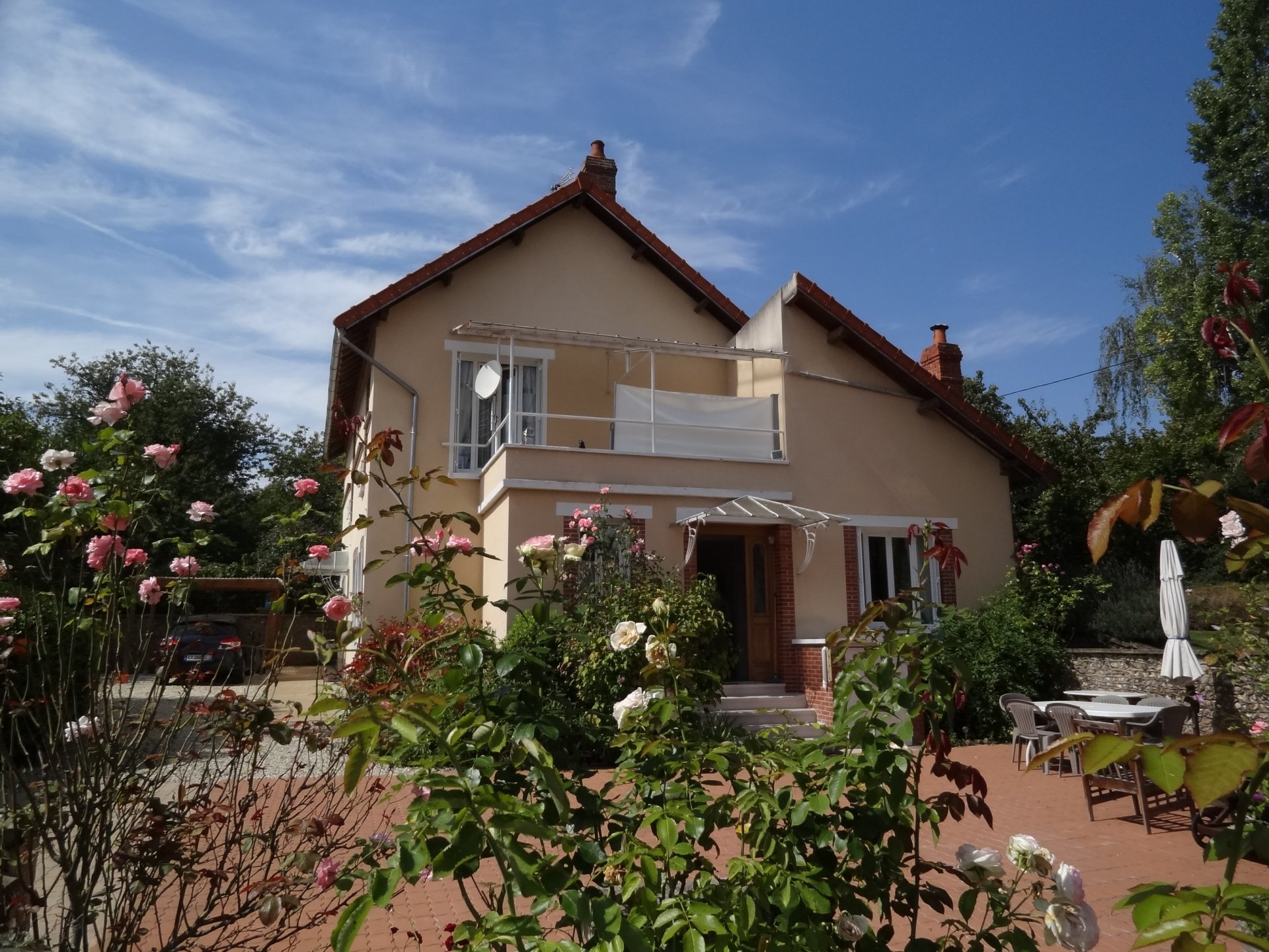 Sale Property - La Celle-Saint-Cyr