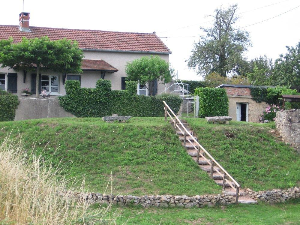 Maison de campagne sur 800 m2 de terrain, avec jolie vue