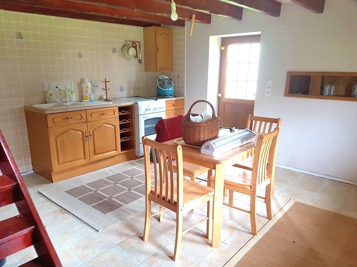 De Brenne, Indre 36: huis met gastenverblijf en schuren