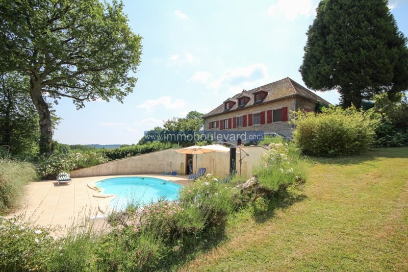 Nice villa with swimming pool and views for sale near Lormes
