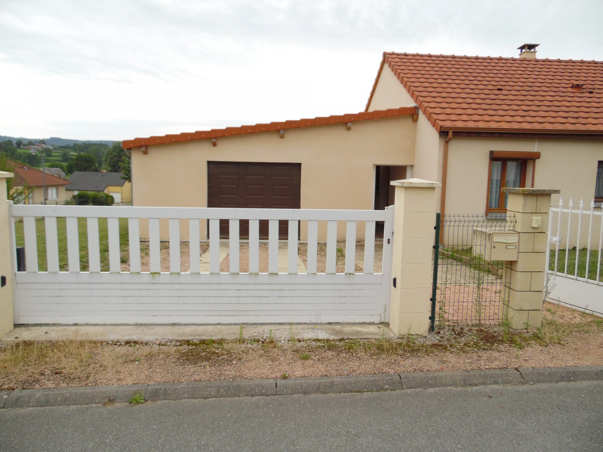 For sale in Puy de Dôme, House, 2009 garage and conservatory