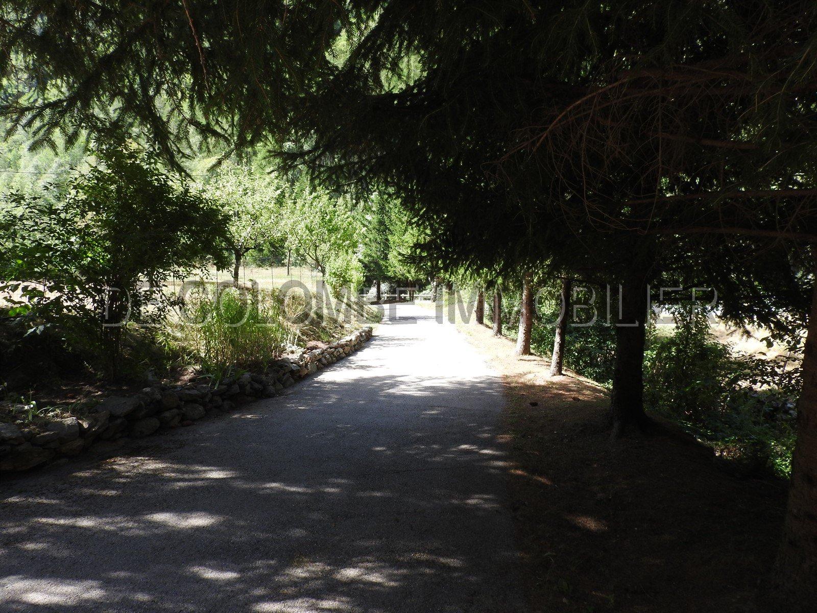 MAISON  AVEC GRAND  TERRAIN ANCIENNE GRANGE