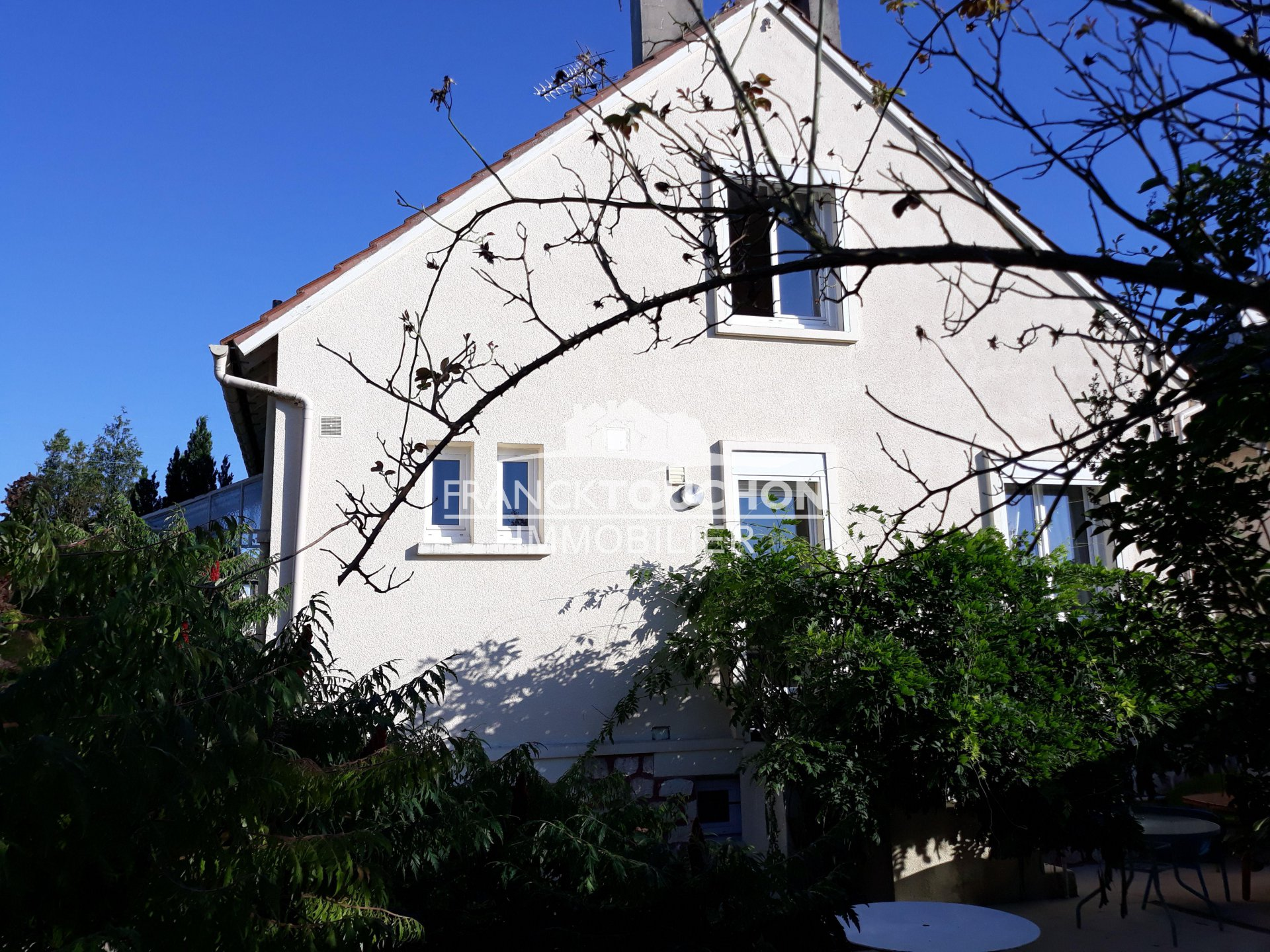 Charmante maison centre Bourg - commodités à pied - 542 m² terrain - sous-sol total