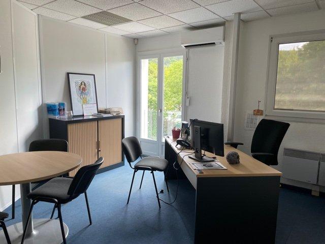 240 m² DE BUREAUX OU D'ATELIERS  - ZI LA TUILERIE