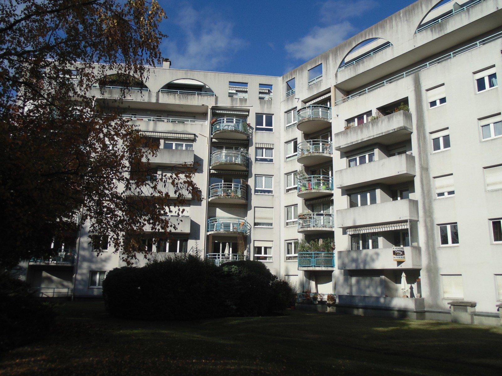 T1 Bis + balcon GRENOBLE