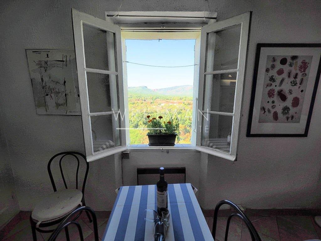 Sweet little turnkey flat with a view – Bagnols-en-forêt