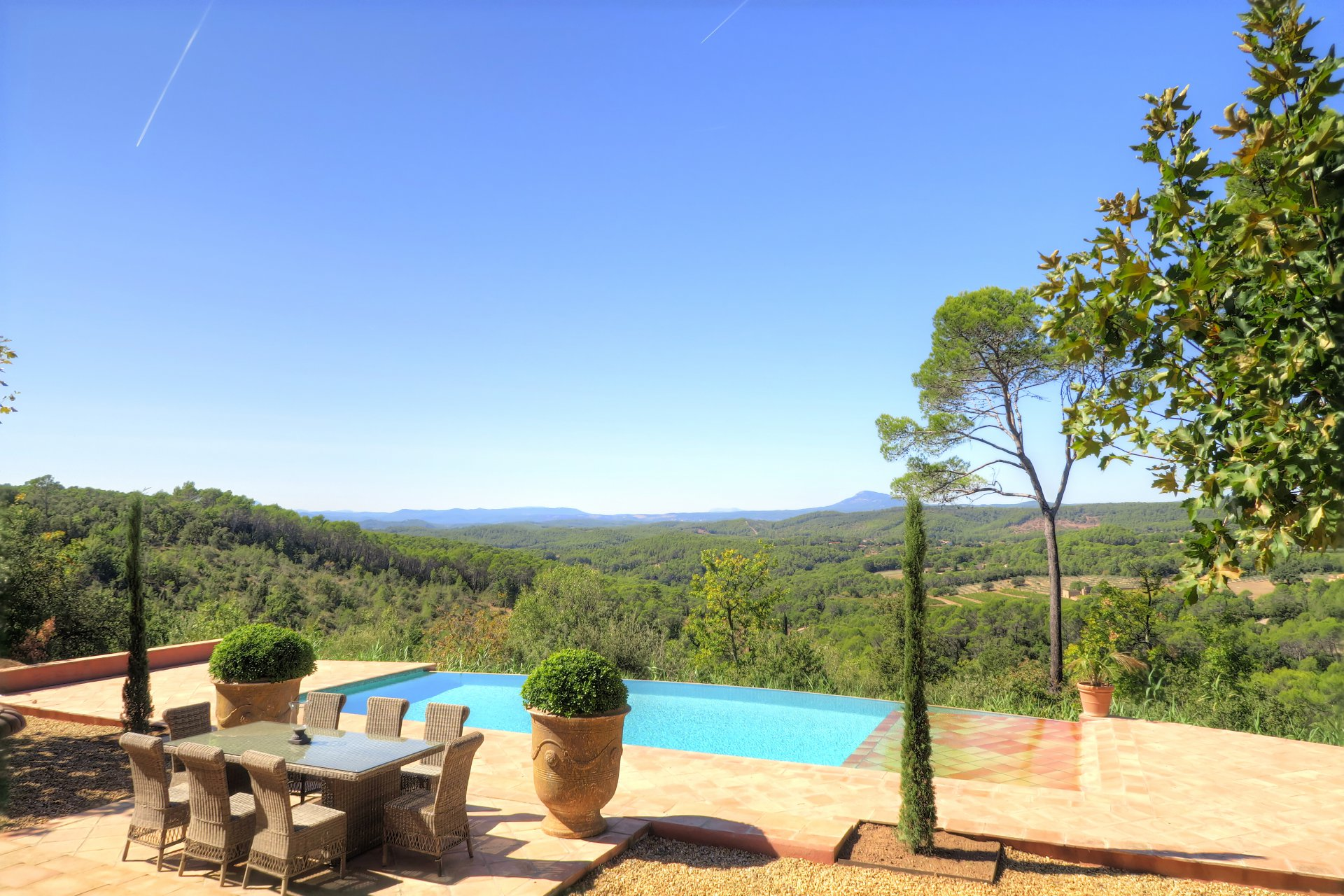 Superb property with panoramic views near Lorgues