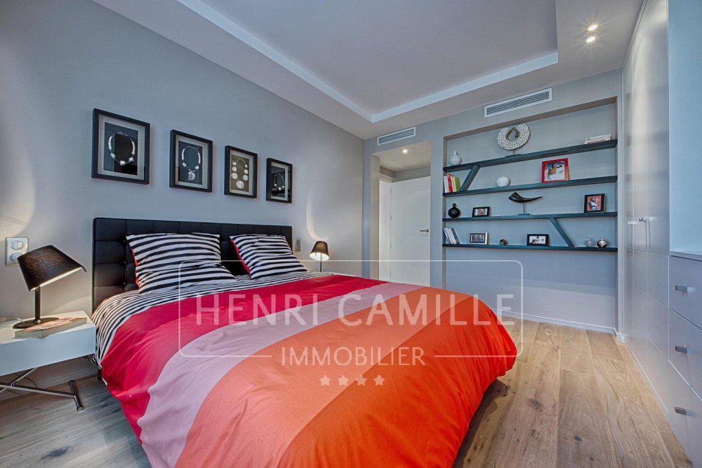 Croisette ! Dans résidence de prestige, Magnifique 4 pièces VUE MER de 106 m² offrant des prestat