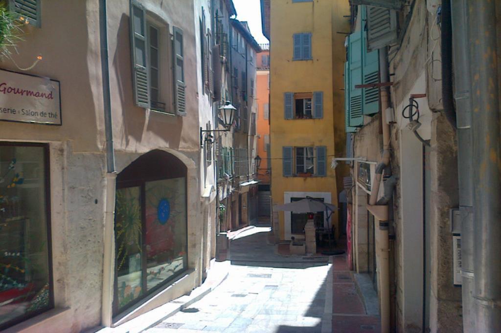 Grasse vieille ville 2 pièces à rénover