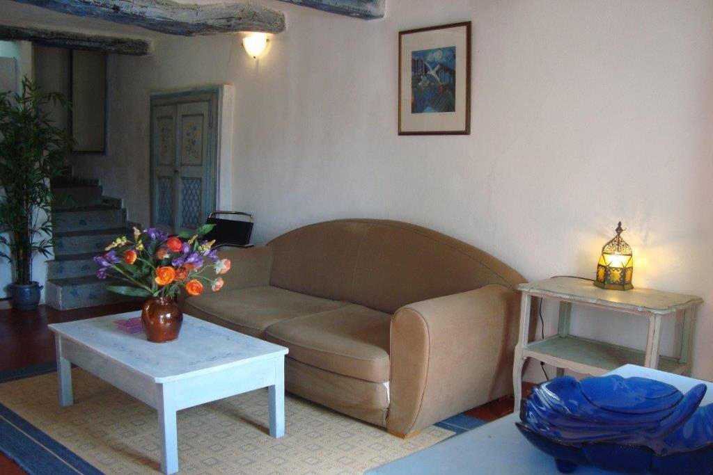 roquefort les pins, 1 furnished bedroom flat with parking