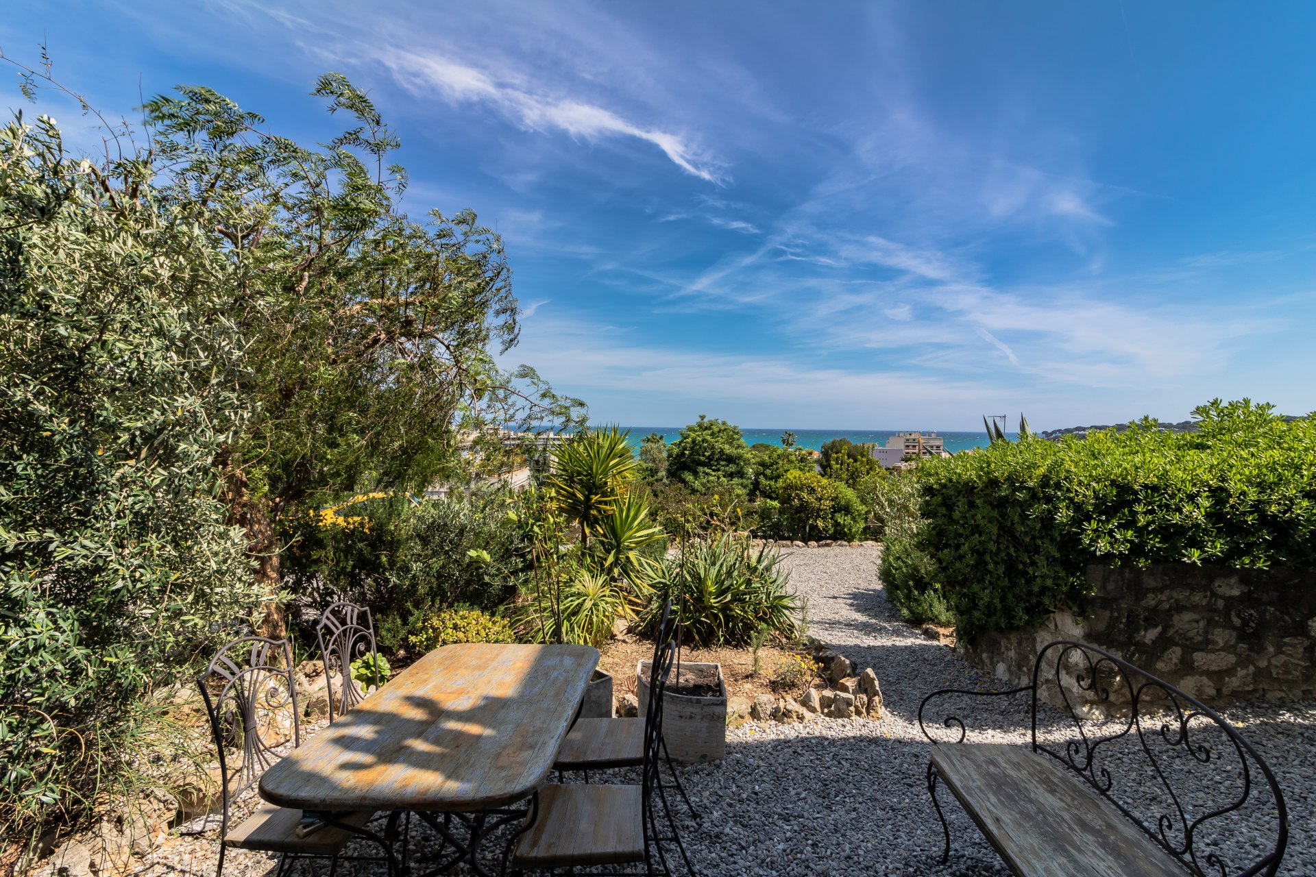 antibes furnished flat terracce  & garden