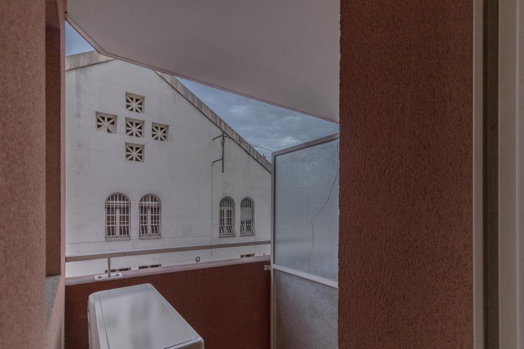Le cannet 2 pièces videavec balcon et grand garage