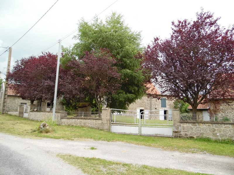 Lot of 2 barns, orchard and water well for sale in Creuse.