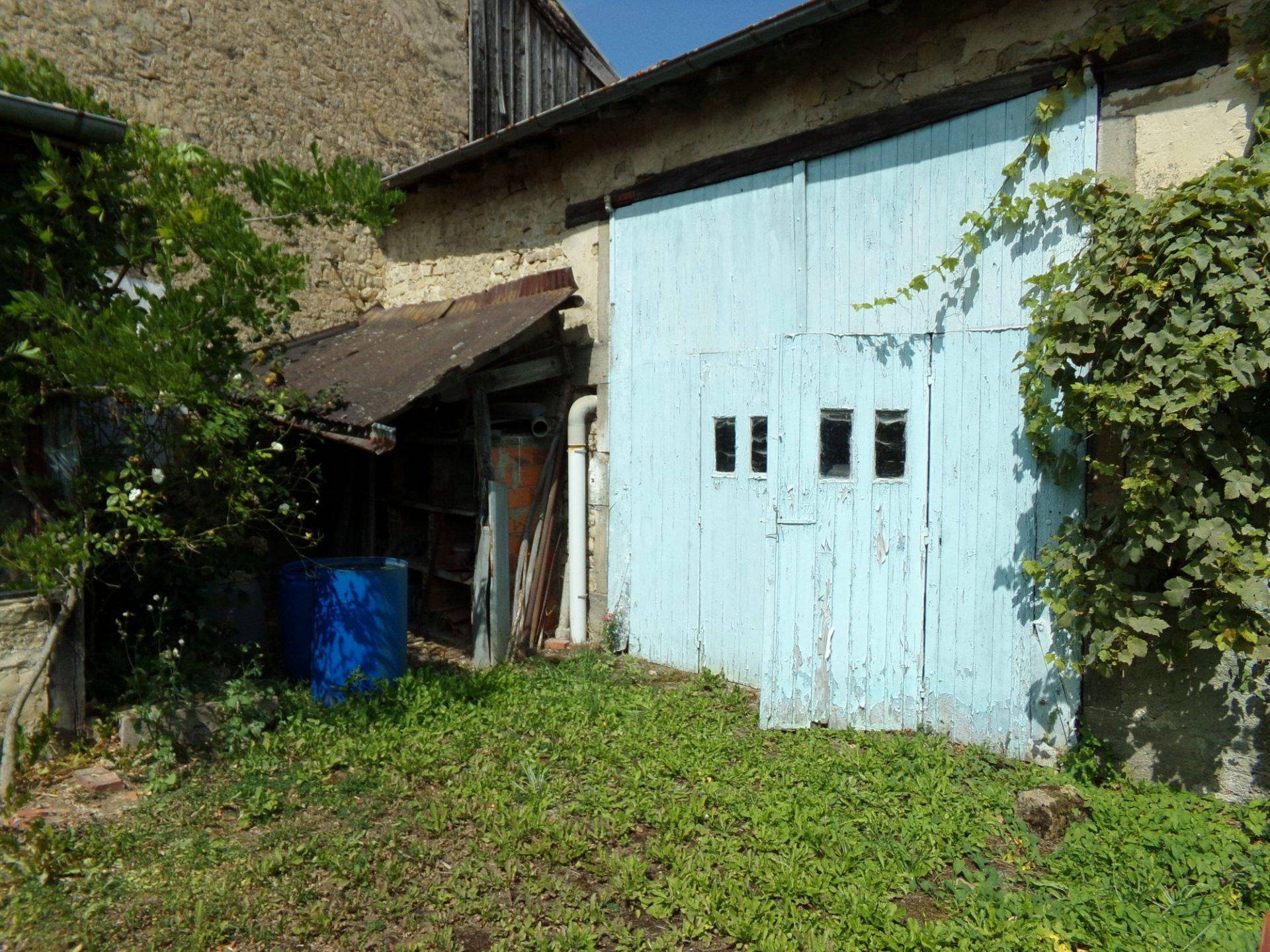 Maison de village a renover.
