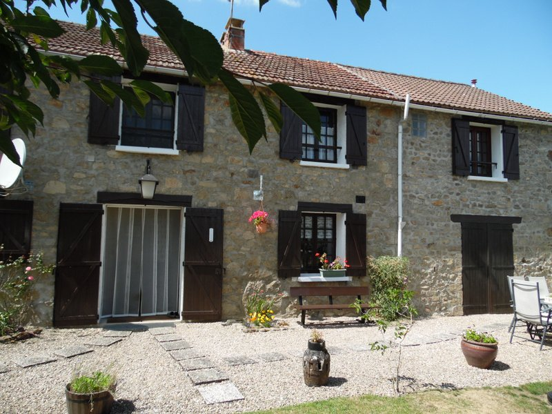 Te koop, Limousin, natuurstenen huis, tuin met uitzicht.