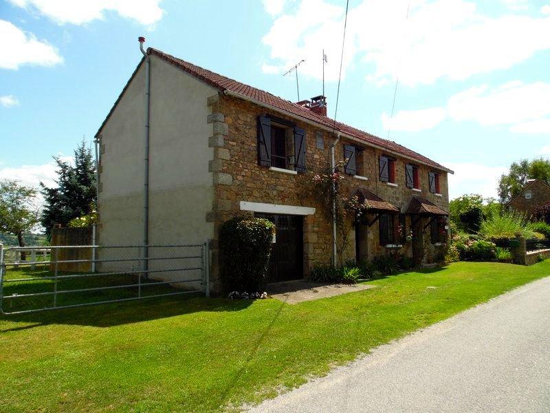 Belle maison en pierre avec vue à vendre en Limousine