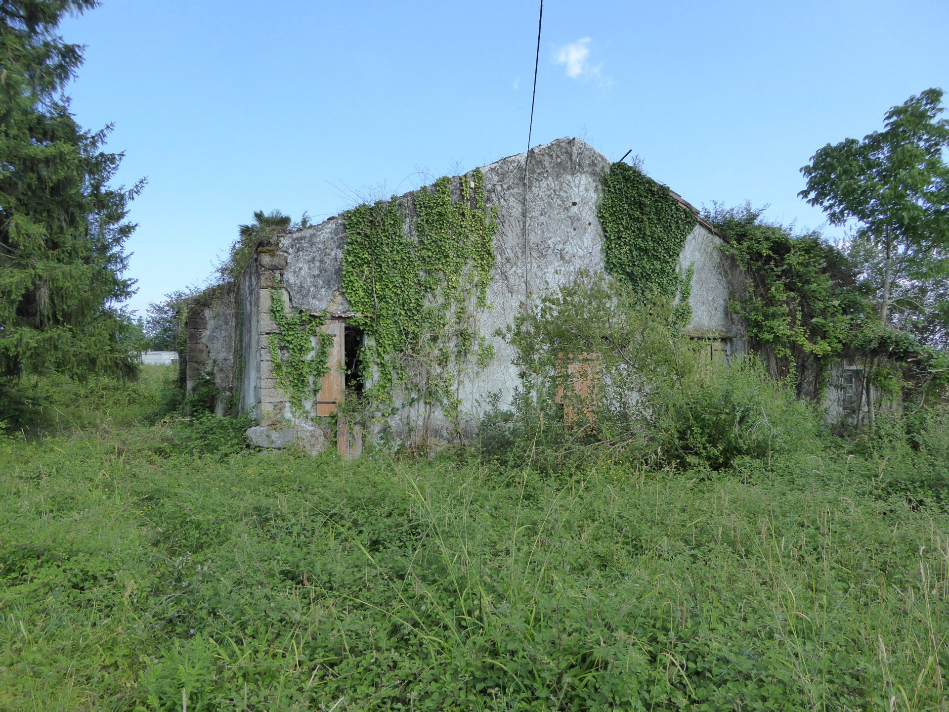SALIES DE BEARN - 2153m² building plot with ruin, mobile home and mountain views.