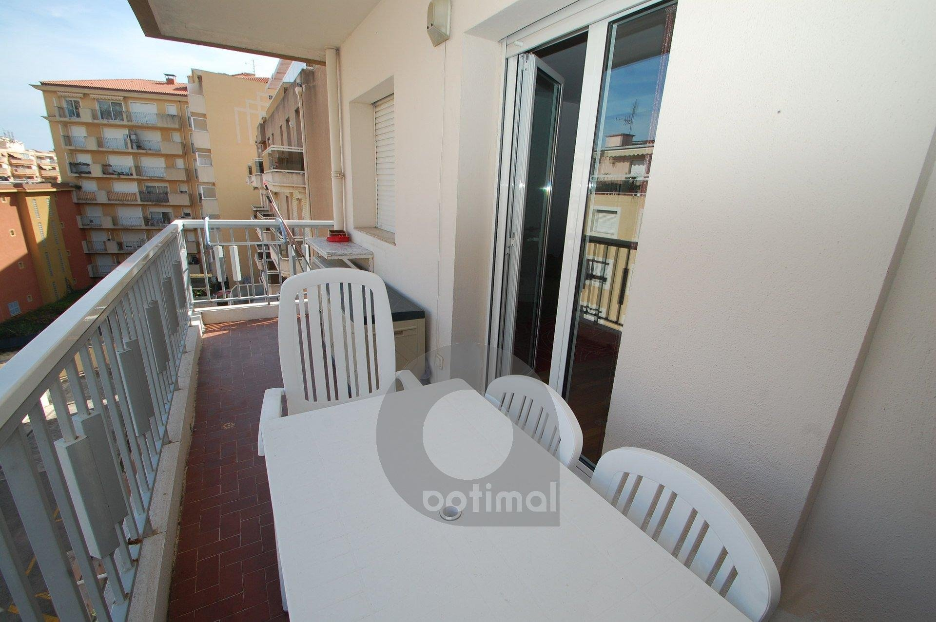 Beautiful top floor studio with parking and terrace close to the center