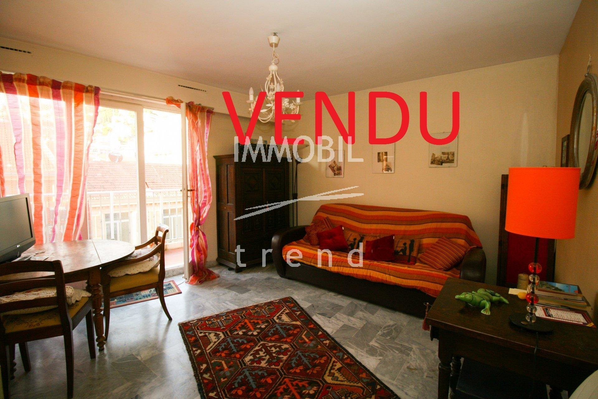 ESCLUSIVA - Immobiliare Mentone - Monolocale con balcone in vendita in pieno centro a Mentone