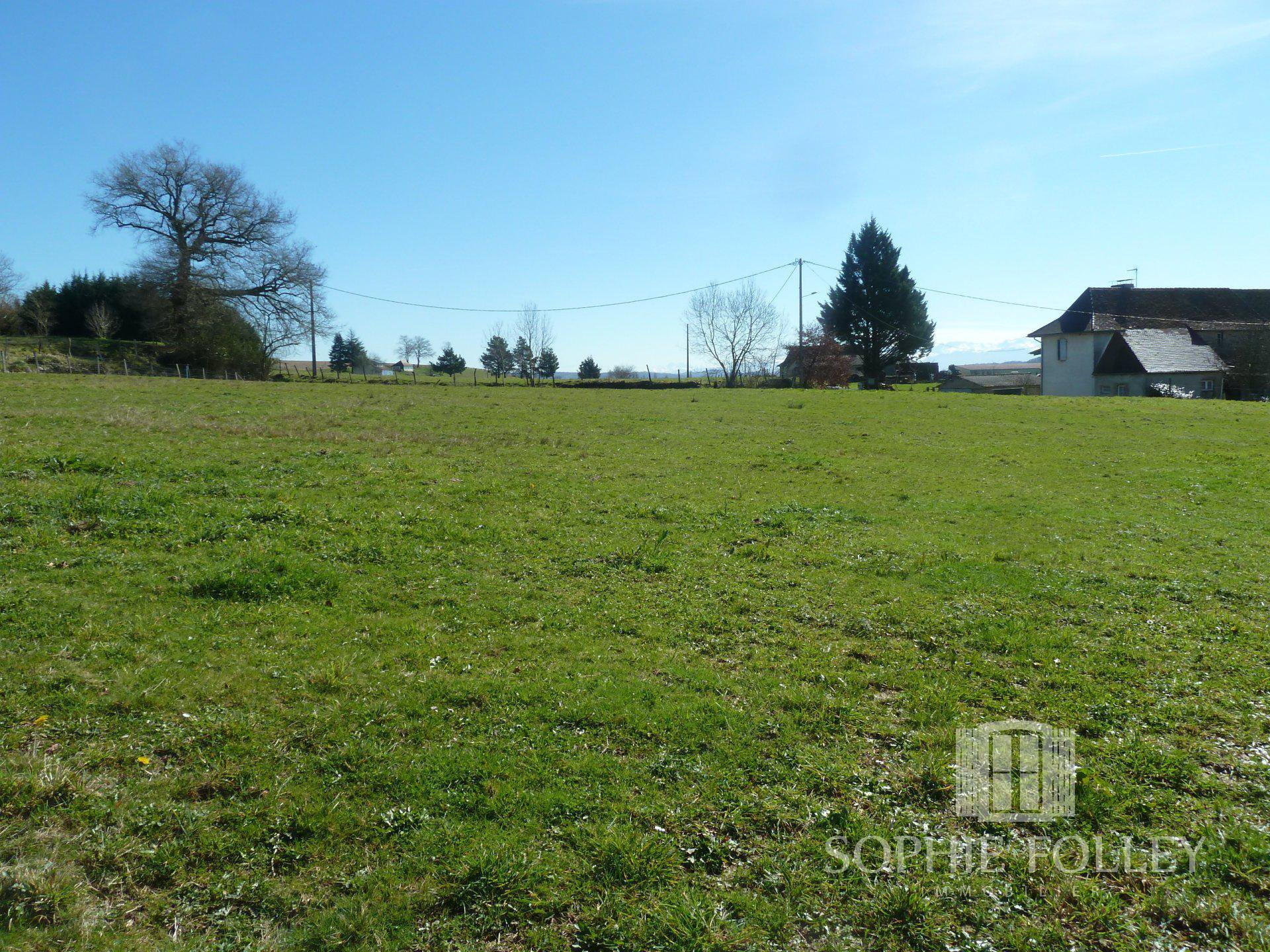 Near NAVARRENX - 3280 m2 of constructible land with views of the pyrenées.