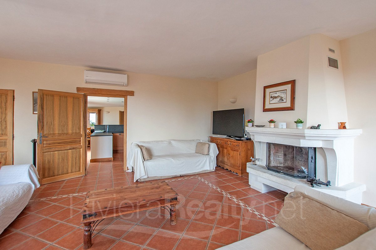 Beautiful 4 bedroomed villa in the Village of Le Rouret