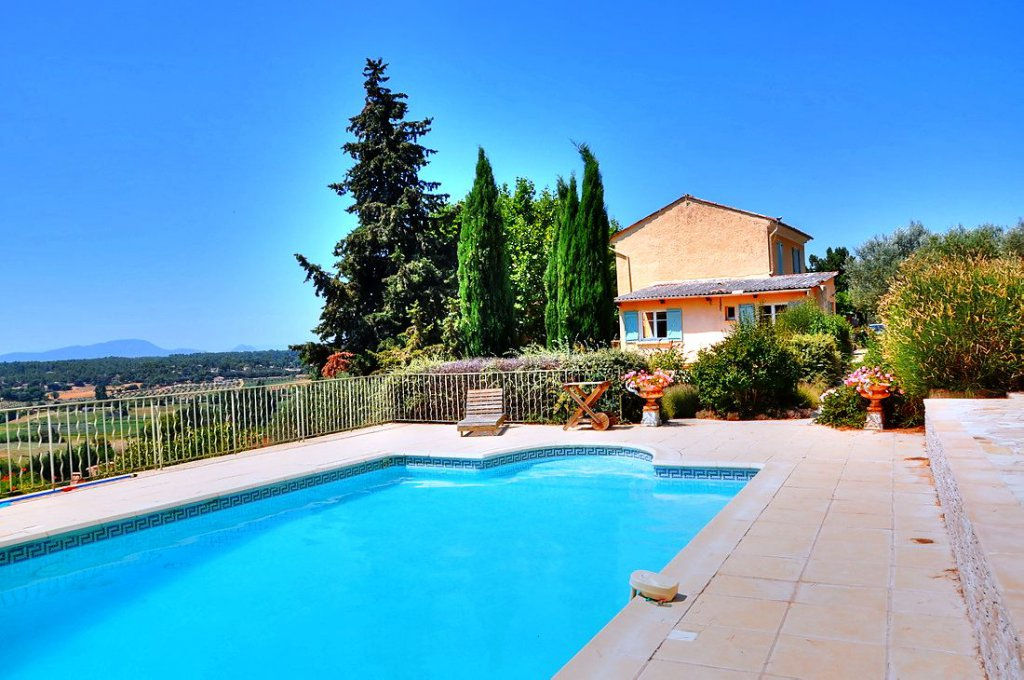 Superb old bastide with panoramic view Aups
