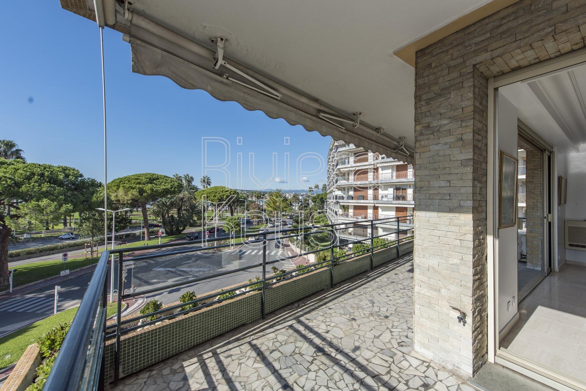 Lumineux 4 pièces de 106 m², terrasse, vue mer sur la Croisette à Cannes