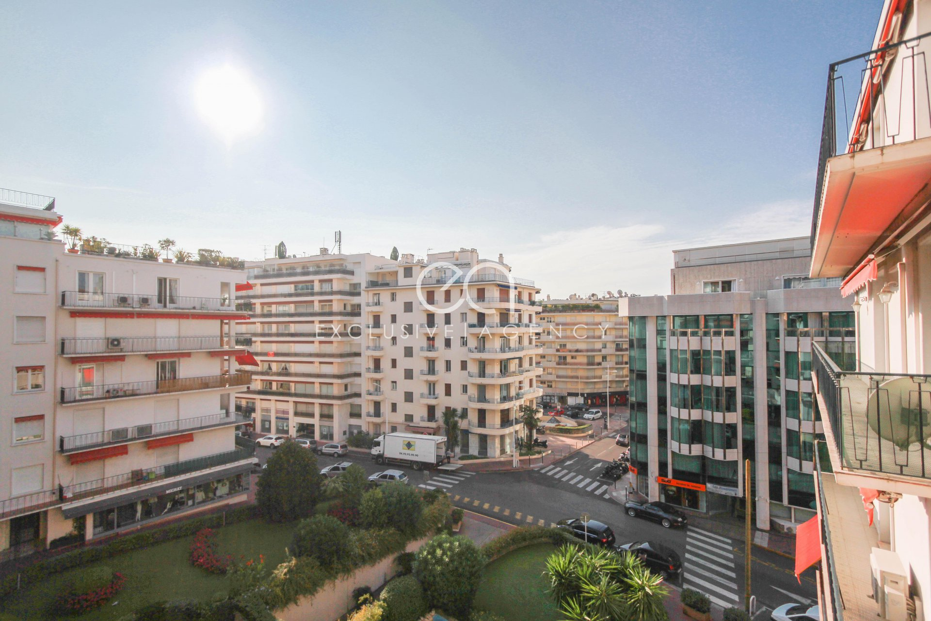 Cannes city-center Croisette rental  luxurious 3 bedrooms apartment  110m² with terrace for 3 to 6 people.