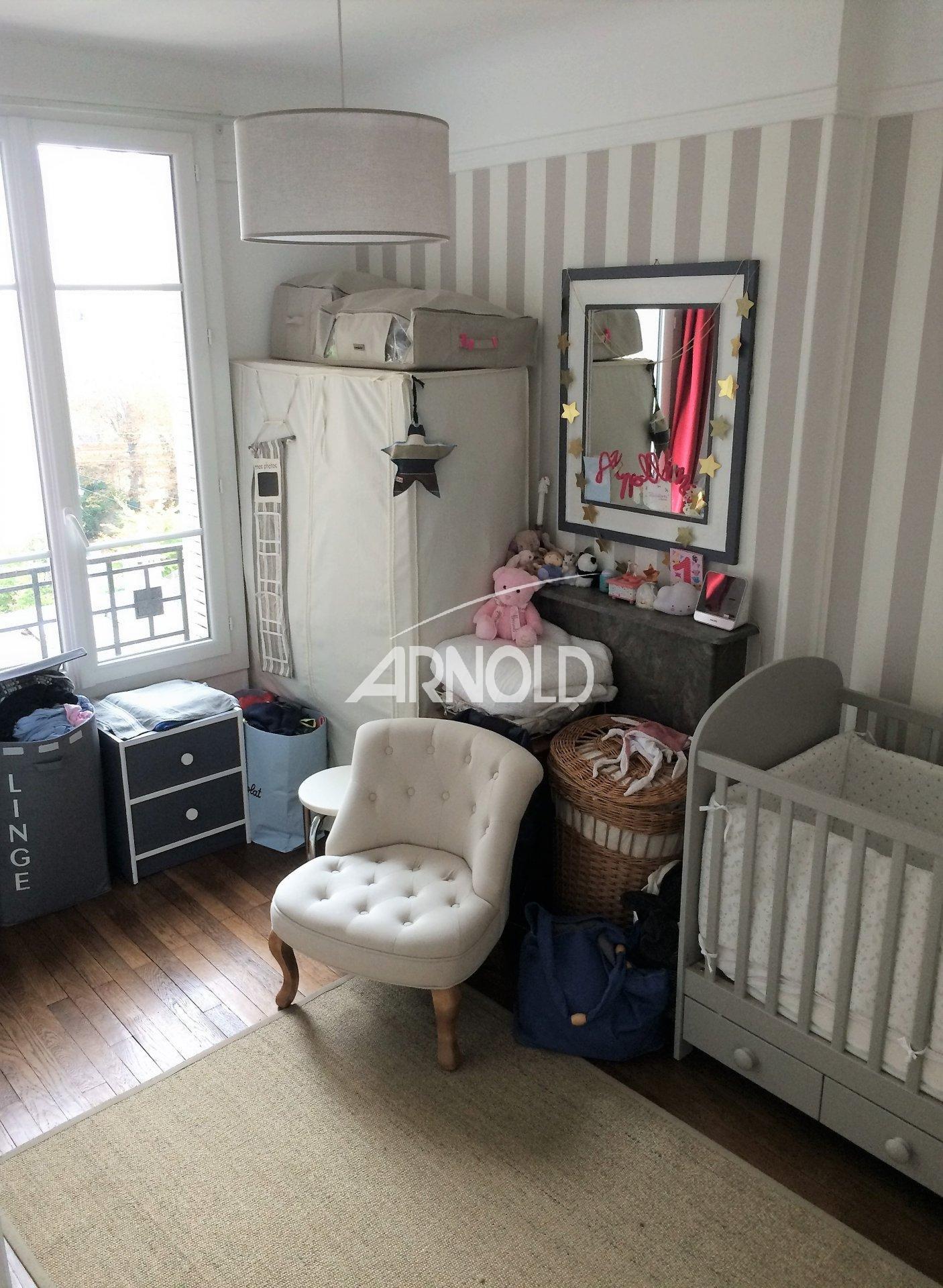 bois colombes. Black Bedroom Furniture Sets. Home Design Ideas