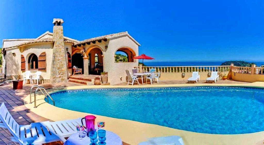 Amplia villa con espectaculares vistas al mar y la isla