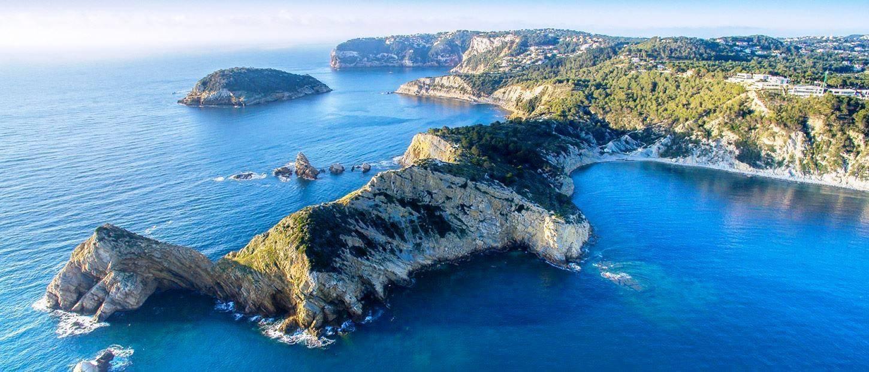 Villa spacieuse avec vue spectaculaire sur la mer et l'île