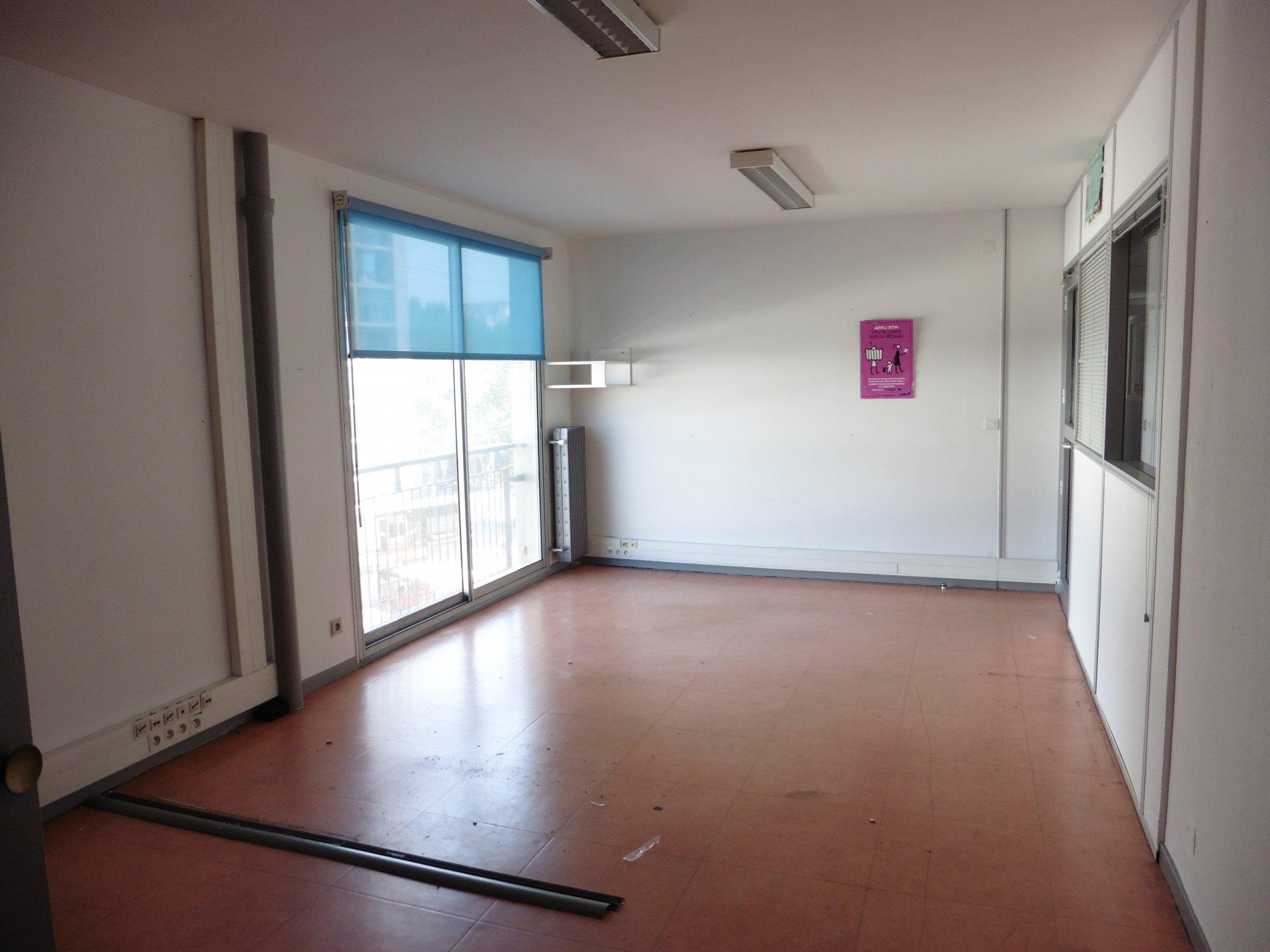 Urgent baisse de prix Centre Bourse - Bureaux 180m² et plus sur 3 étages