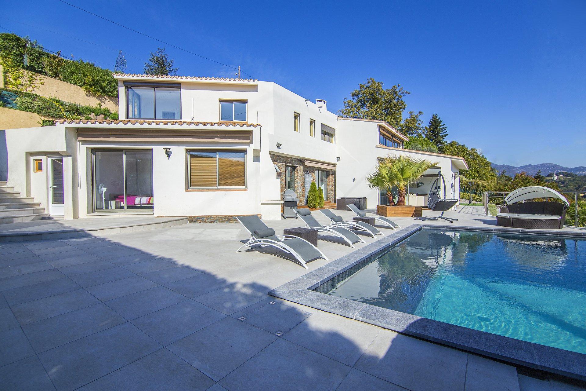 Nice West Saquier Modern Villa With Swimming Pool Overflow