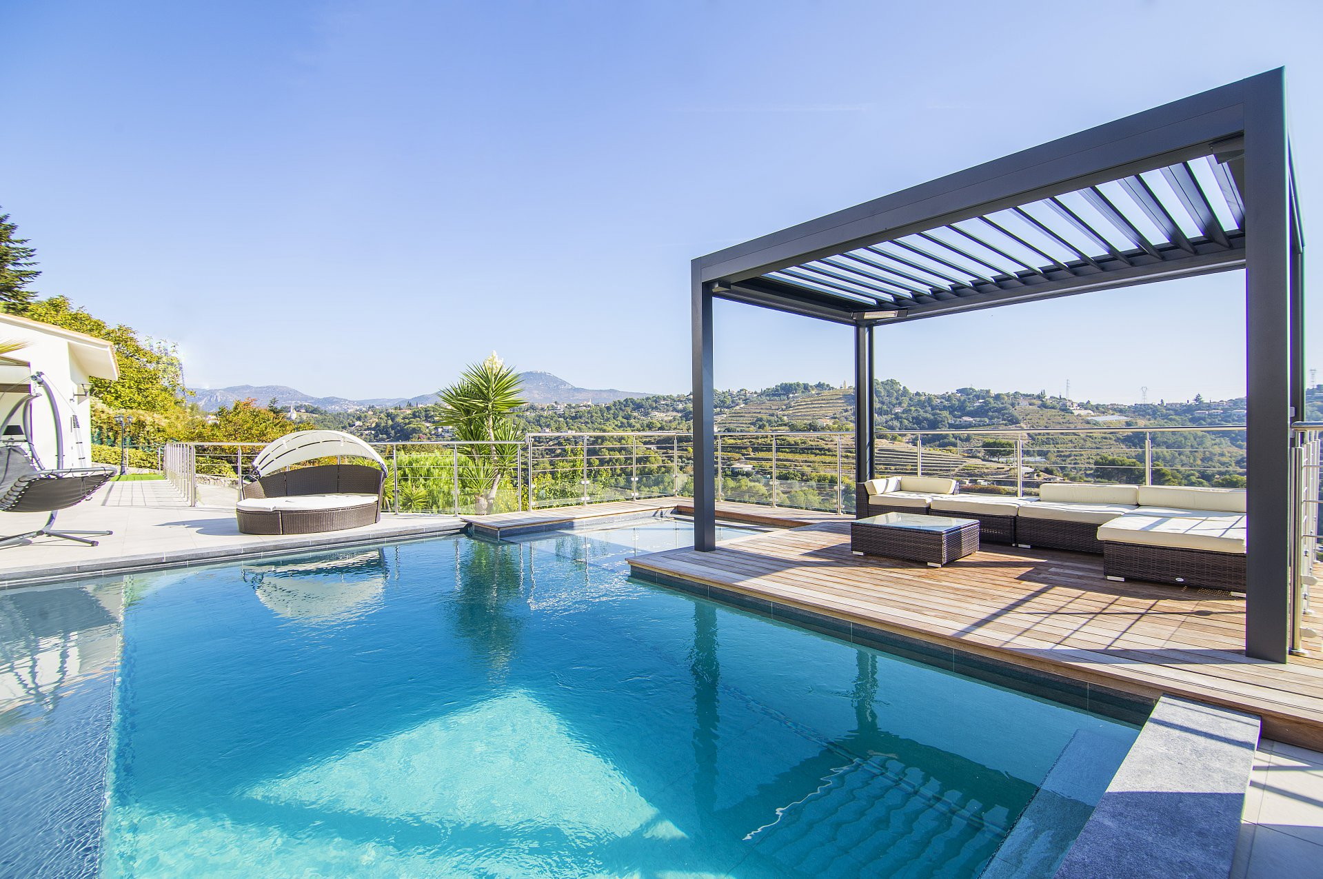 NICE WEST / SAINT ISIDORE - MODERN VILLA WITH SWIMMING POOL OVERFLOW