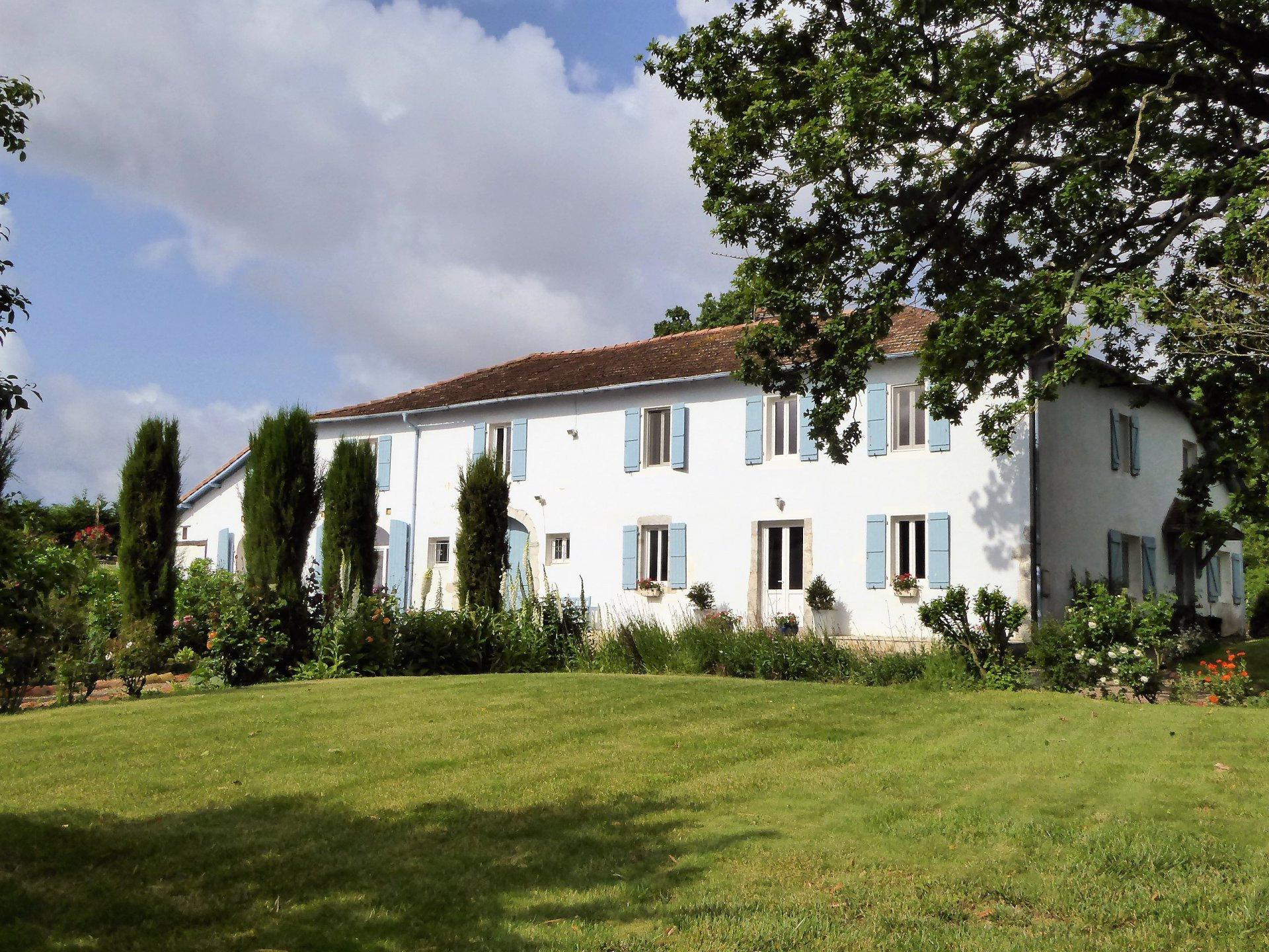 Near AMOU - Beautiful renovated Landaise Farmhouse with pool and outbuildings.