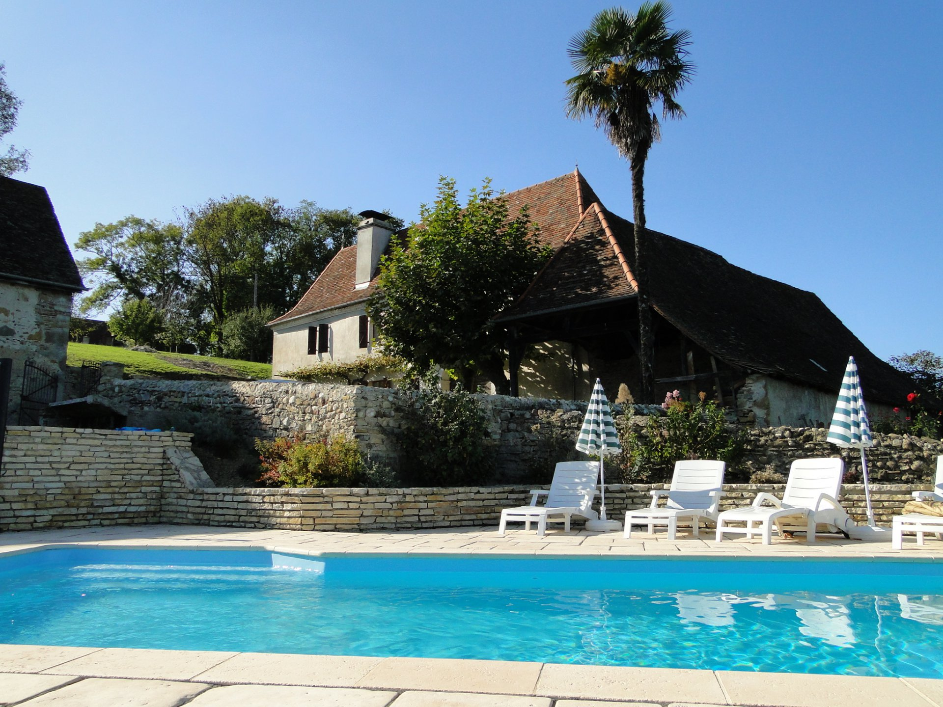Near NAVARRENX - Beautiful renovated farm with barns and pool, nestled in the bearnaise hills.
